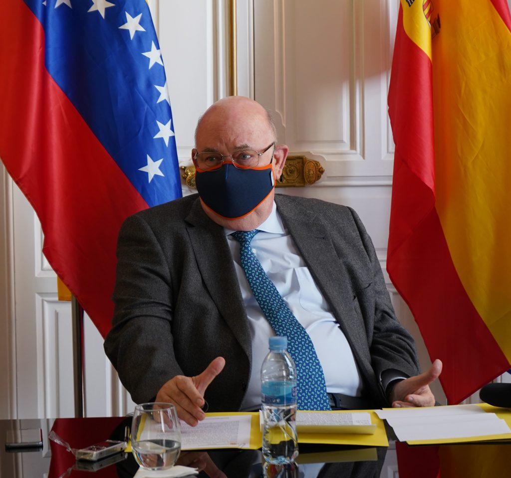 Canje del carnet de conducir Embajador Antonio Ecarri